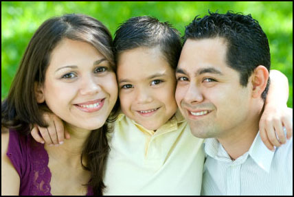 happy-latino-family2